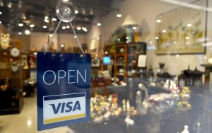 How to Use Credit Cards to Your Advantage